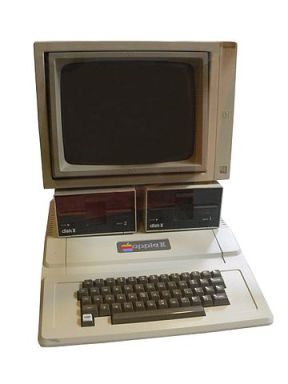 Apple 11 with floppy disk drive [Image courtesy: Wikipedia]