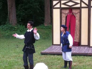 Ian Blackwell Rogers (Hamlet) and Jess Behar (Rosencrantz).