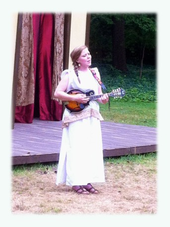 Lisa Davidson playing mandolin and singing during intermission.
